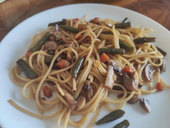 vegetarianska-pasta-spagetti-z-ovochami-v-soevomu-sousi1.jpg (37.53 Kb)
