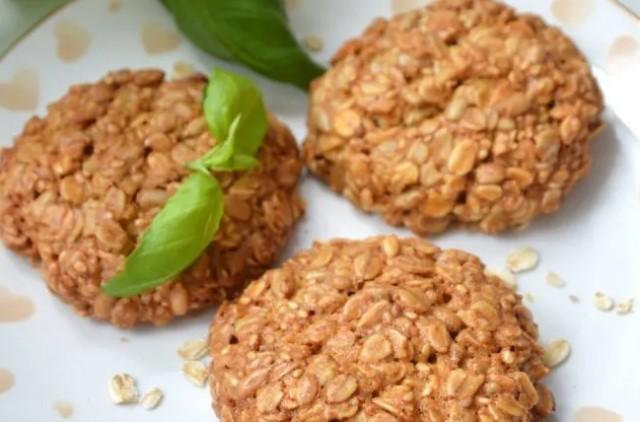Вівсяне печиво з насінням соняшнику та кунжуту