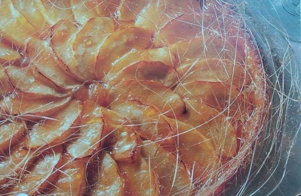 Яблучно-карамельний торт
