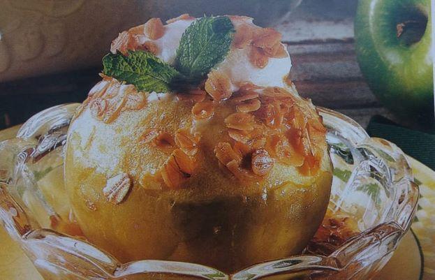 Запечені яблука з карамеллю